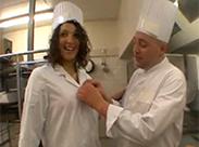 Sexy Französin verführt den Chefkoch