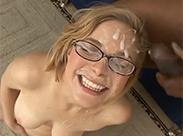 Bukkake auf die Brille