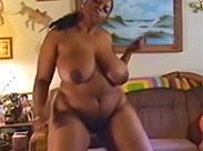 BBW Ebony Hure strippt