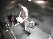 Im Aufzug beim Sex gefilmt