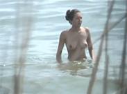Sexy Luder am Strand gefilmt