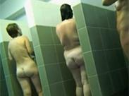 Beim Duschen heimlich beobachtet