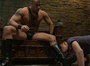 Gay Dom erzieht seinen Lecksklave