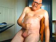 Opa wichst vor der Webcam
