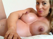 Schwangere Schlampe wird sich fingern