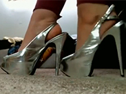 Schwitzige Füße abschlecken