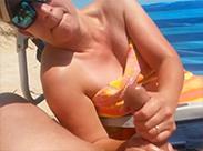 Handjob am Strand von meiner Eheschlampe