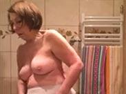 Alte Oma im Bad heimlich gefilmt
