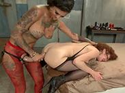 Anal Sex mit zwei sexy Lesben