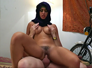 Geile Araberin wird durchgefickt