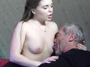 Opa fickt junges Mädchen