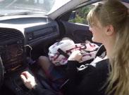 Schulmädchen im Auto hart durchgefickt
