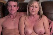 Süsse Hausfrau in ihrem ersten Porno