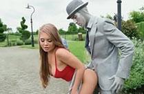 Sex mit einer Statue im Park