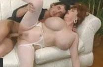 Reife Frau mit extrem dicken Titten