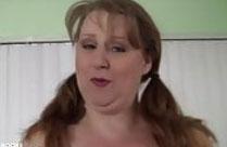 Dicke Hausfrau mit grossen natur Brüsten