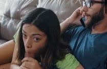 Junge Latina verführt Mann