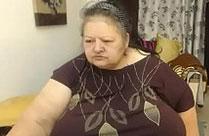 Fette Oma zeigt Titten